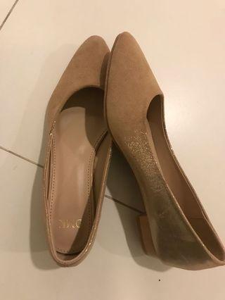 🚚 DMK sandals