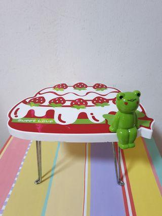 Cute Foldable Strawberry Stand with a Frog