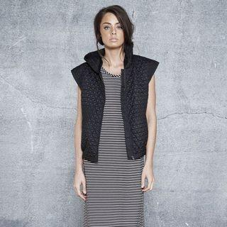 INTO Quilted Hooded Bomber Vest Sleeveless Jacket Size 6