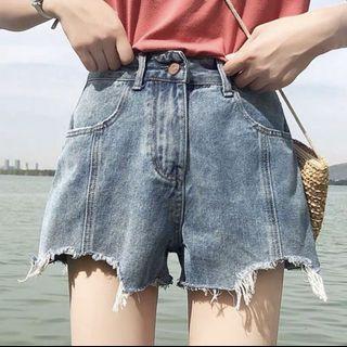 🚚 顯瘦牛仔短褲