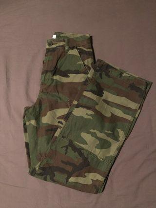 Aritzia TNA Camo Cargo Pants