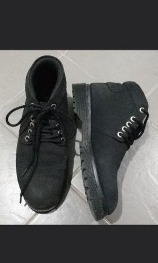 Boots Hitam Nokha