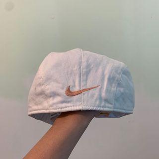 🚚 (降)古著|Nike粉色樓狗刺繡小偷帽(白)