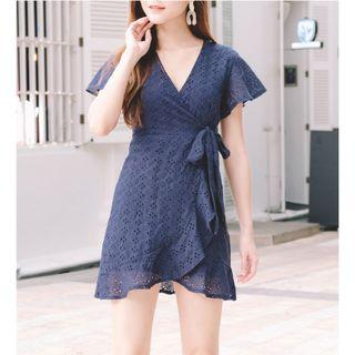 🚚 BN Flutter Sleeve Eyelet Dress in Size S