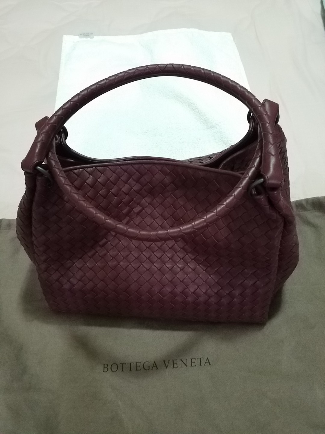 82284d30d0499 Bottega Veneta nero Intrecciato nappa parachute bag, Luxury, Bags ...