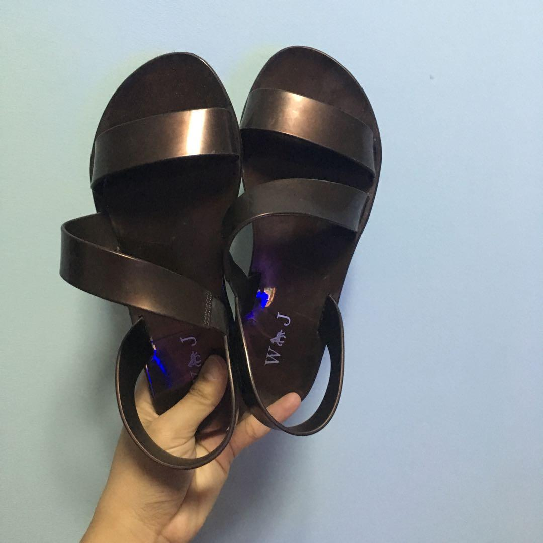 Brown sandal/flat