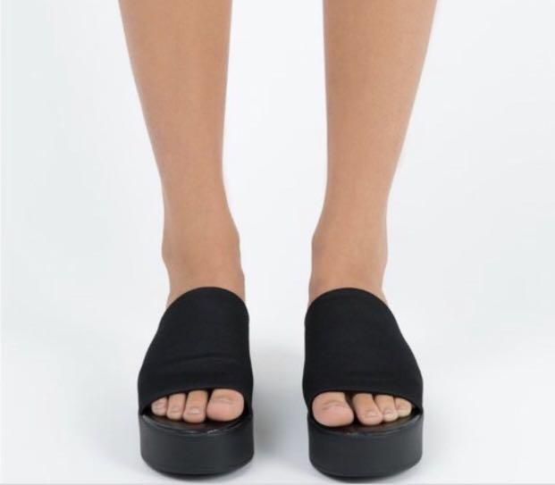 Therapy black shoes
