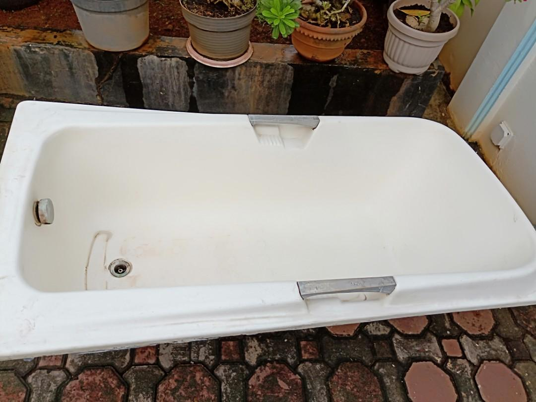 Used bathtub