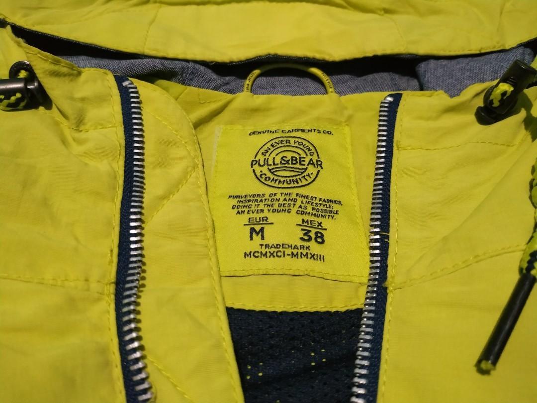 Windbreaker jacket pull and bear