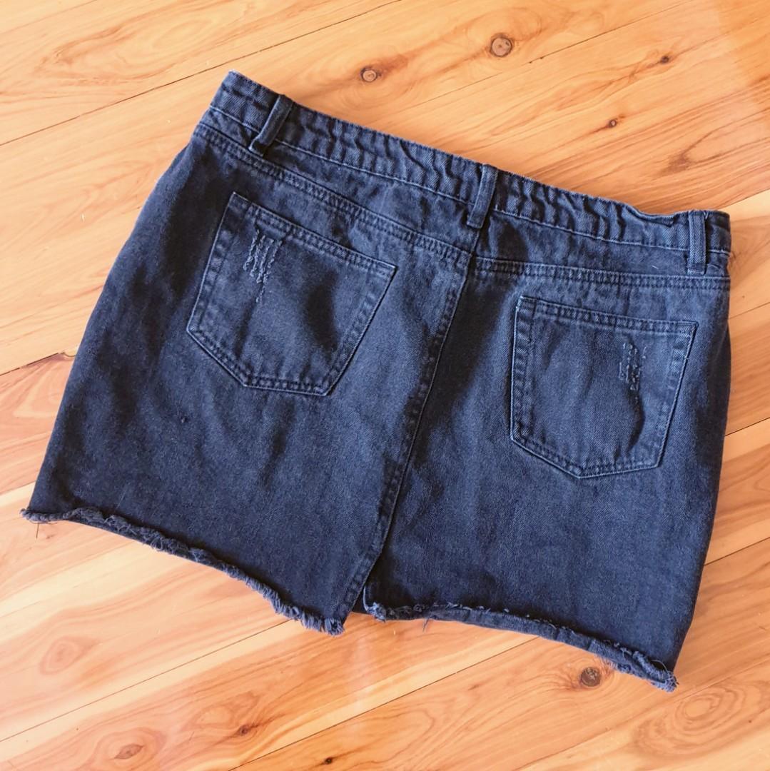 Women's size 14 'SEED HERITAGE' Gorgeous black distressed denim mini skirt - AS NEW