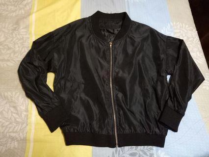 黑色薄外套