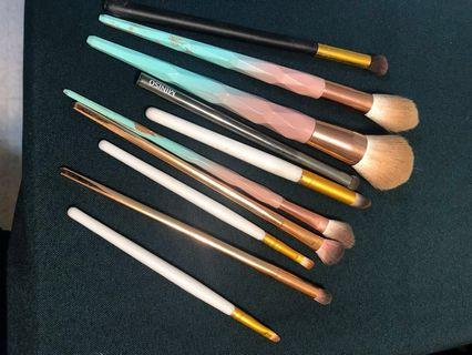 Make up brushes assorted