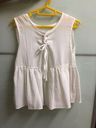 Women sleeveless white top