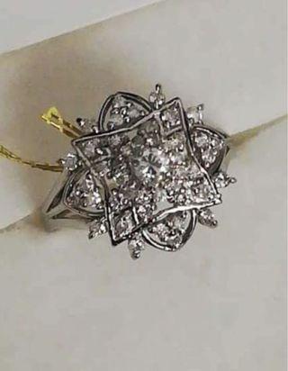 🚚 Diamond Ring in Platinum setting
