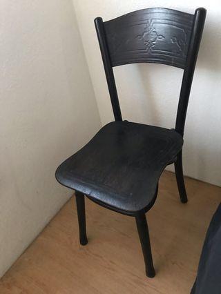 🚚 Antique Chair