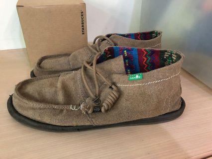 Sanuk褐色鞋帶款