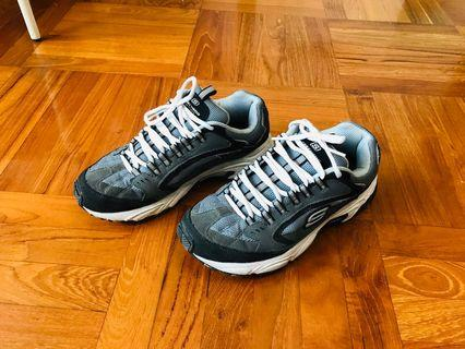 SKECHERS     EUR41 碼  運動鞋