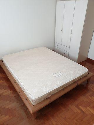 🚚 Queen Size Bed Frame + mattress