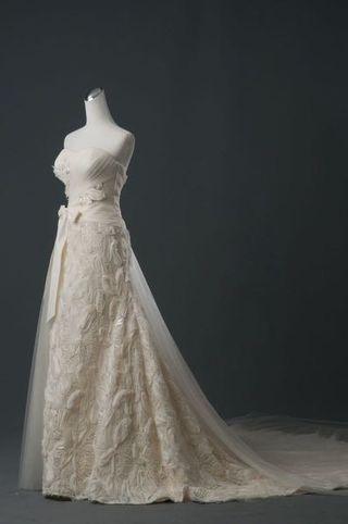 長擺白色優雅婚紗一可量身修改(歡迎試穿)禮服九成新。