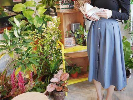 Blue midi skirt with silver button as front design (casual to OL)