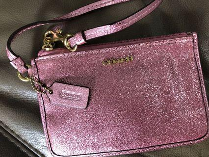 🚚 Coach wristlet with glitters