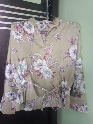 floral top (preloved tp belum pernah dipakai)