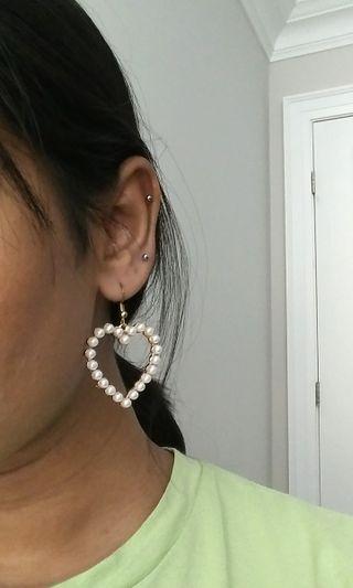 KOREAN pearl heart earrings