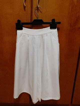 全新白色裙褲