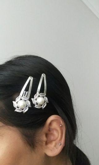 ALDO silver flower clips