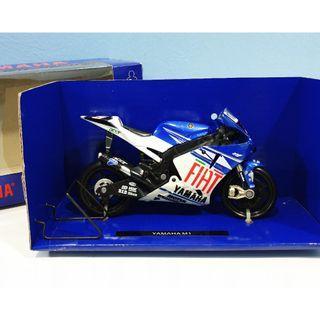 NewRay 1:18 Yamaha Fiat #5 MotoGP Diecast Motor Model