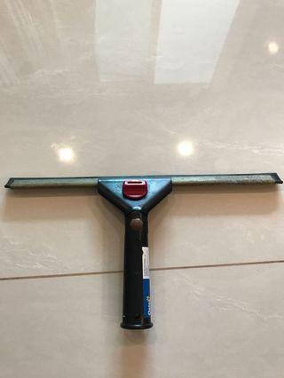 Window glass squeegee cleaner