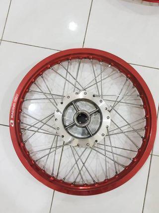 Racing boy rim with chrome hub