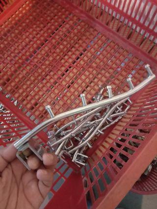 Besi penyangkut railing