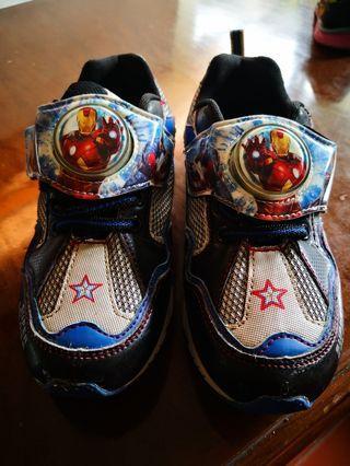 Sepatu Avengers