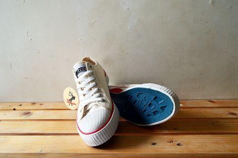#mauthr Sepatu Warrior - Classic LC White