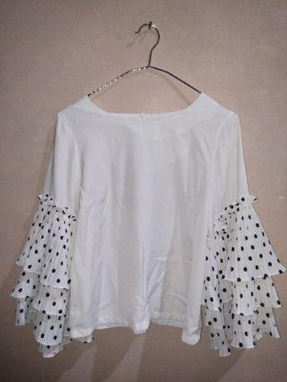 Baju putih polkadot
