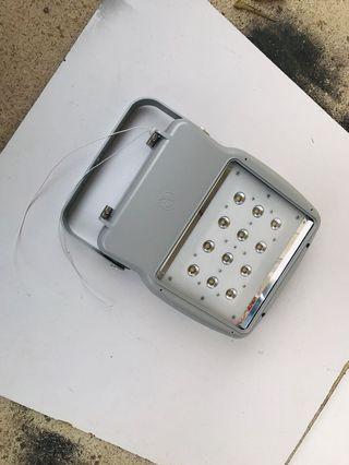 歐洲造- 105W     九成九 4000K 暖白光 LED 射燈
