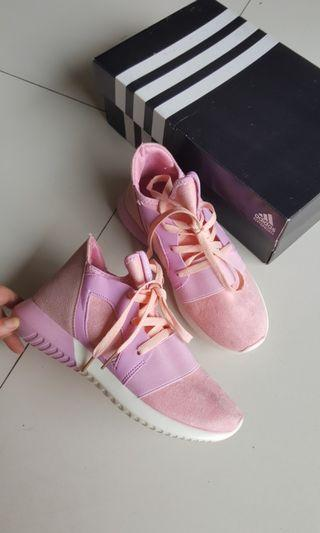 Adidas pink shoes made in vietnam