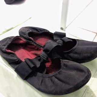 Black ribbon shoes
