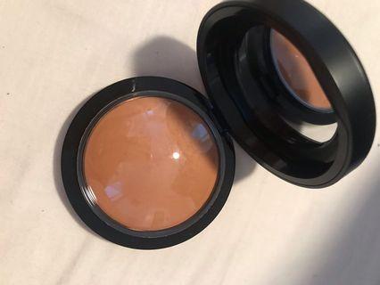 Mac dark tan mineralise skinfinish powder