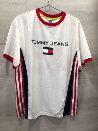 TOMMY JEANS Logo T-Shirt Tee
