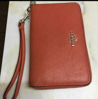 正版Coach 銀包,橙色,90%new ,購至美國,原價$1500 ,超多格,可放硬幣,100%冇損壞、約10x15x3cm、絕對實用!