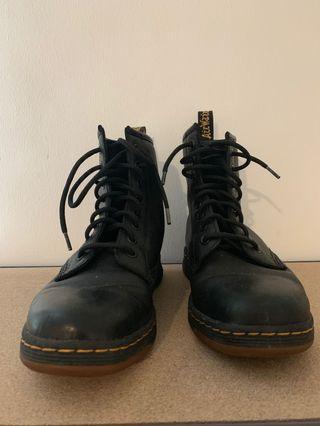 🚚 Dr Martens Boots