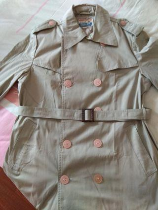 🚚 Hardly worn Woman trench coat for sale