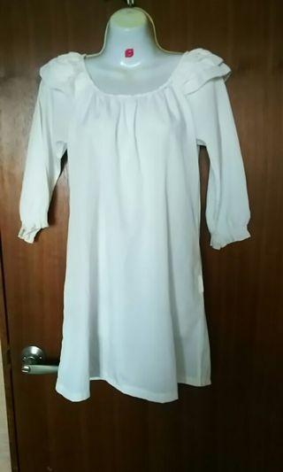 🚚 仙氣爆表小荷葉抓皺長袖薄短洋裝,可當上衣