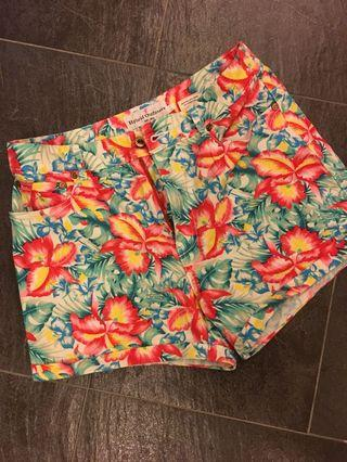 (PERFECT FOR SUMMER/BEACH) Floral shorts