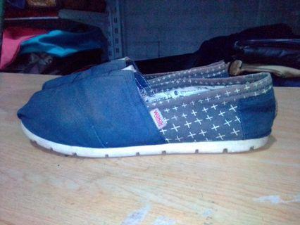 WAKAI original flat shoes