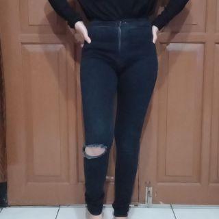 jeans sobek lutut