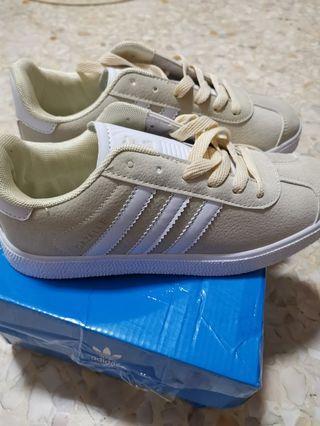 🚚 Adidas sneakers *NA