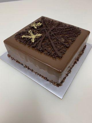 🚚 Dark chocolate cake
